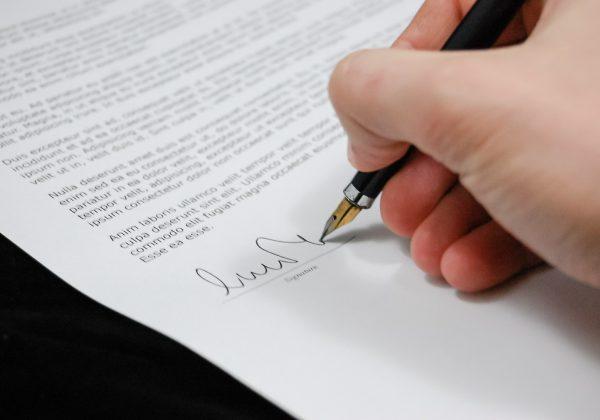 מה חשוב לוודא לפני שמבצעים אישור מסירה משפטי?